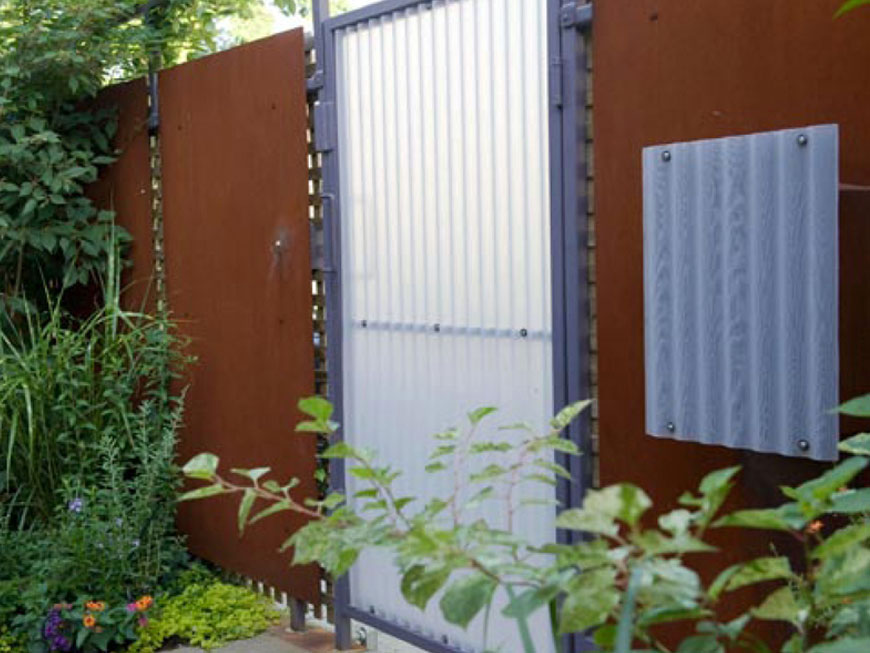 Detail of rear gate designed by Kepes Architecture